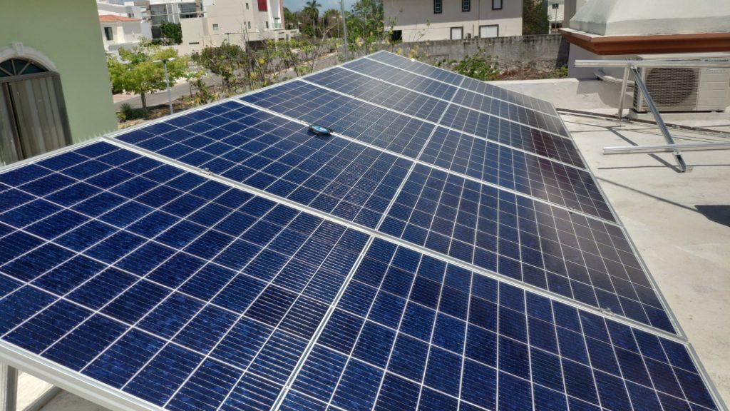Paneles solares instalados en Cancún